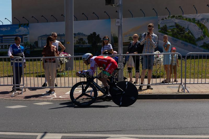 MINSK, BIELORRÚSSIA - 25 DE JUNHO DE 2019: O ciclista de Bielorrússia Kiryienka participa nos homens rachou a raça individual do  imagem de stock