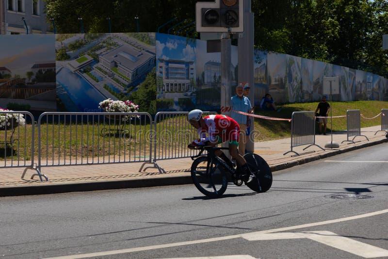 MINSK, BIELORRÚSSIA - 25 DE JUNHO DE 2019: O ciclista de Bielorrússia Kiryienka participa nos homens rachou a raça individual do  fotos de stock