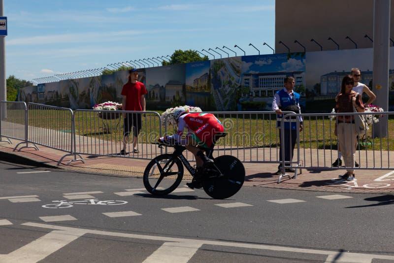 MINSK, BIELORRÚSSIA - 25 DE JUNHO DE 2019: O ciclista de Bielorrússia Kiryienka participa nos homens rachou a raça individual do  fotos de stock royalty free