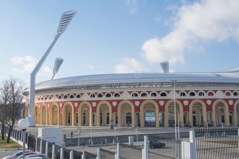 MINSK, BIELORRÚSSIA - MARÇO, 19, 2019: Parte velha do estádio do dínamo, facilidade importante do futebol da cidade de Minsk  foto de stock royalty free