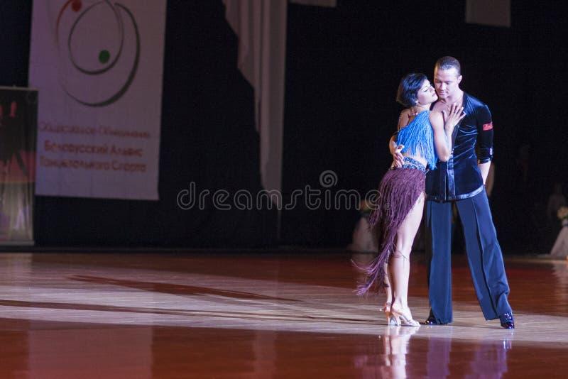 Minsk-Bielorrússia, o 4 de outubro de 2014: Andrey Zaycev e Elizaveta Cher foto de stock royalty free