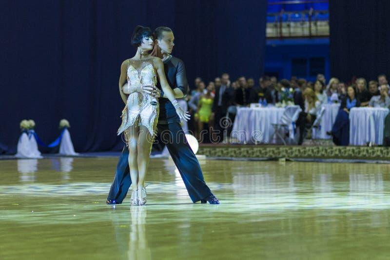 Minsk-Bielorrússia, o 4 de outubro de 2014: Andrey Zaycev e Elizaveta Cher fotografia de stock