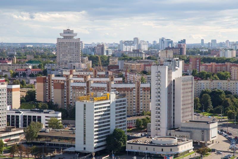 MINSK, BIELORRUSIA - 15 DE AGOSTO DE 2016: Vista aérea de la parte al sudoeste del Minsk fotografía de archivo libre de regalías