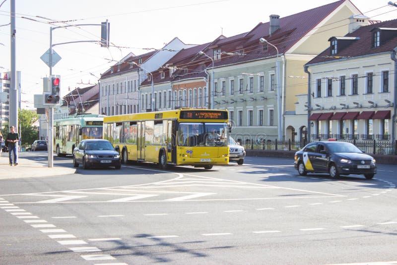 MINSK BIELORRUSIA - 25 DE MAYO DE 2019 Transporte público de una ciudad importante fotos de archivo libres de regalías