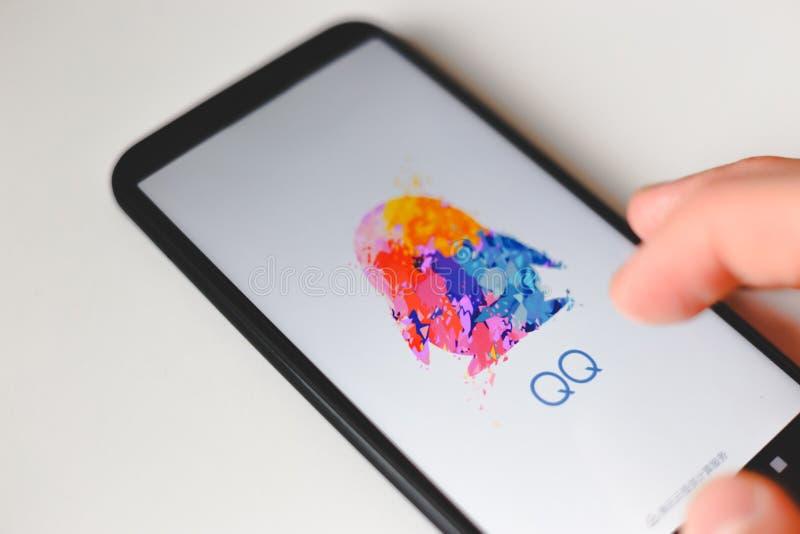 Minsk Bielorrusia 06 De Noviembre De 2019 Aplicacion Qq De Tencent En Smartphone El Mensajero Mas Popular En China Imagen Editorial Imagen De Aplicacion Popular 163185635