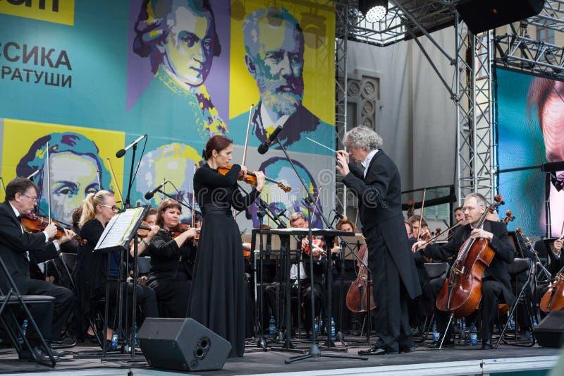 Minsk, Bielorrusia, el 8 de julio de 2017: La orquesta sinfónica académica del estado de la República de Belarús se realiza en la fotografía de archivo libre de regalías