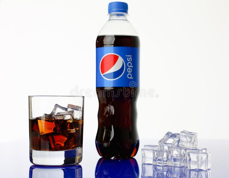 Minsk, Bielorussia - 27 04 2018 Bevanda di pepsi-cola immagini stock