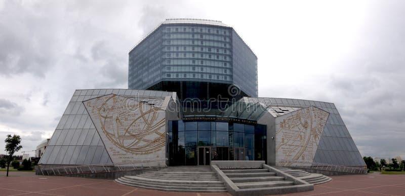 Minsk, Bielorussia - 12 giugno 2014: Costruzione moderna della biblioteca nazionale della Bielorussia, Minsk Front View immagine stock