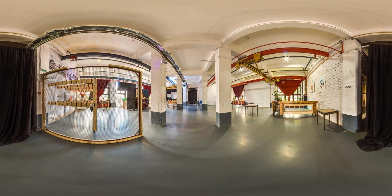 Minsk, Bielorussia - 2018: panorama sferico 3D dell'interno del sottotetto del partito con la barra con l'angolo di visione 360 A fotografia stock libera da diritti