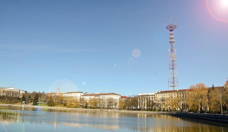 Minsk, die urbane Landschaft der Stadt, die Hauptstadt von Weißrussland, der Fluss Svisloch und das alte Architekturgebäude lizenzfreie stockfotografie