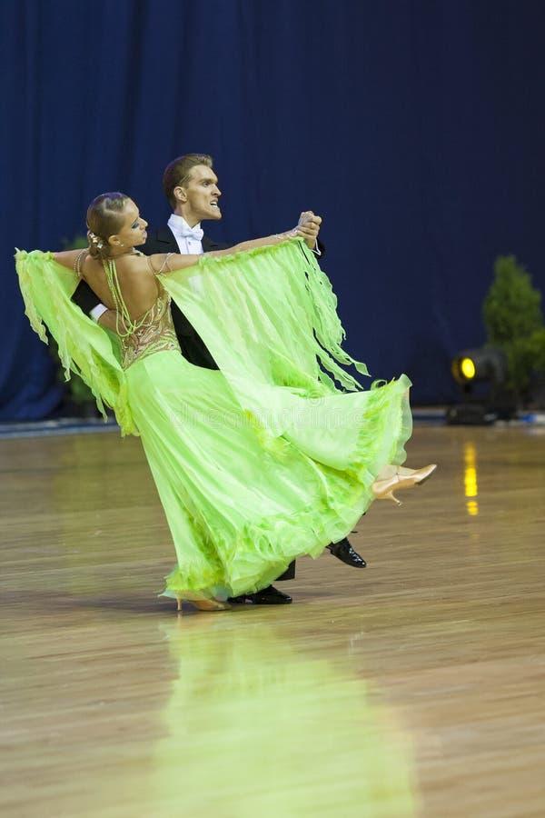 MINSK, OUTUBRO, 21: Padrão dos pares da dança foto de stock royalty free