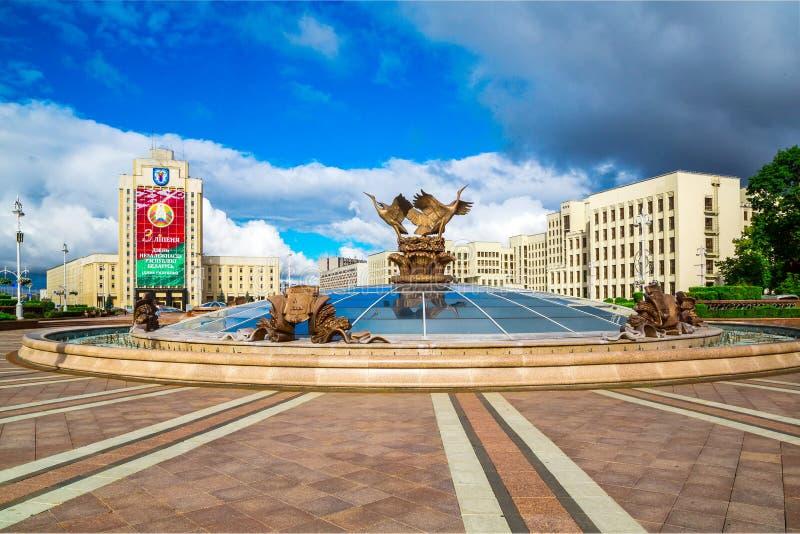 Minsk självständighetfyrkant royaltyfria bilder