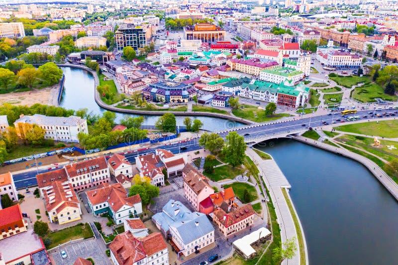 Minsk stadsliv i centrum på den typiska dagen, flyg- landskap arkivfoton
