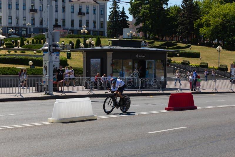 MINSK VITRYSSLAND - JUNI 25, 2019: Cyklisten från Tyskland deltar i delade kvinnor startar det individuella loppet på de 2nd euro arkivfoton
