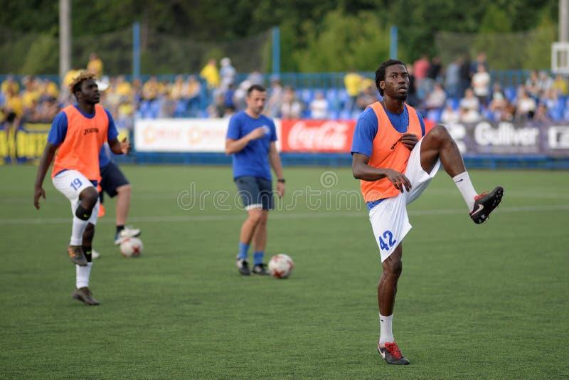 MINSK VITRYSSLAND - JUNI 29, 2018: Mohamed Gnontcha Kone för fotbollspelare utbildning för den vitryska premier leaguefotbollsmat arkivfoto