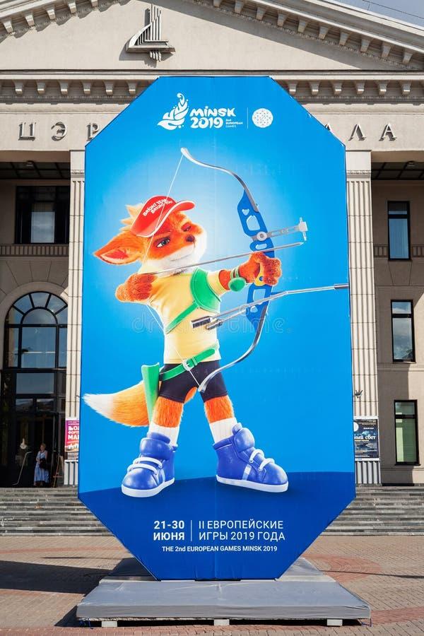 Minsk Vitryssland, Juni 22, 2019: 2ND EUROPEISKA LEKaffischtavla med logoen av europeiska lekar i mitten av Minsk arkivbilder