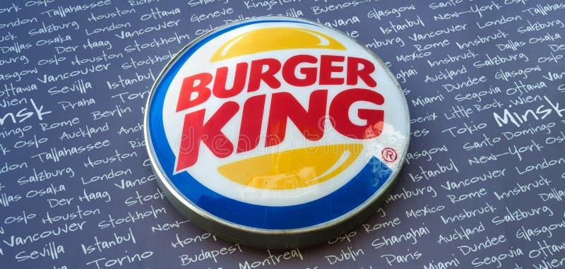 Minsk Vitryssland - kan 18, 2017: Burger King skylt royaltyfri fotografi