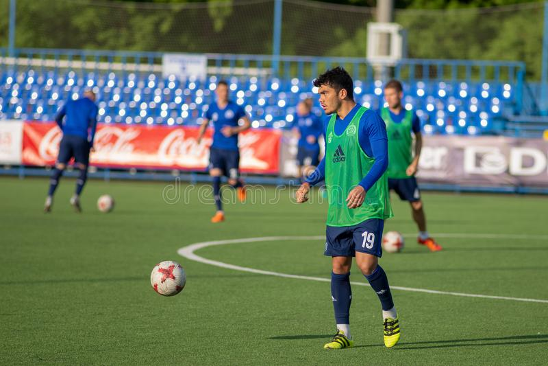 MINSK VITRYSSLAND - MAJ 14, 2018: Utbildning för fotbollspelare NOYOK ALEKSANDR för den vitryska premier leaguefotbollen royaltyfria bilder