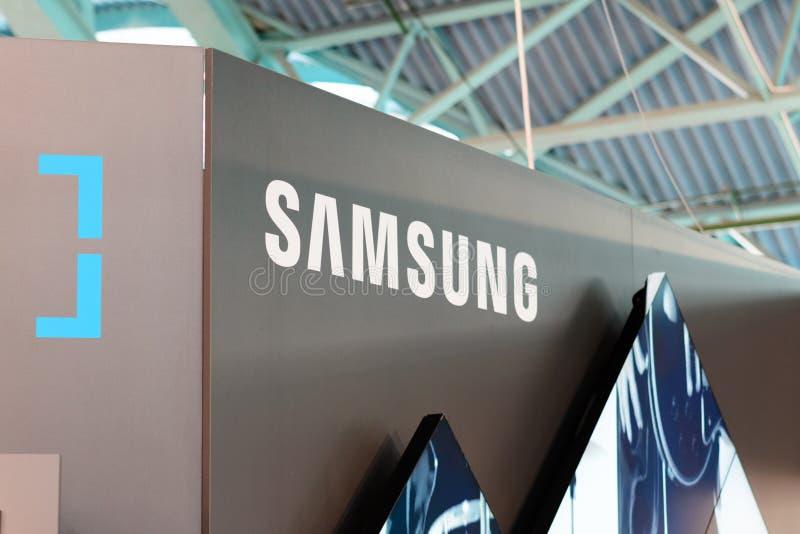 MINSK, WEISSRUSSLAND - 18. April 2017: Samsung stehen Logo auf TIBO-2017 das 24. International fachkundige Forum auf Telekommunik stockfotos