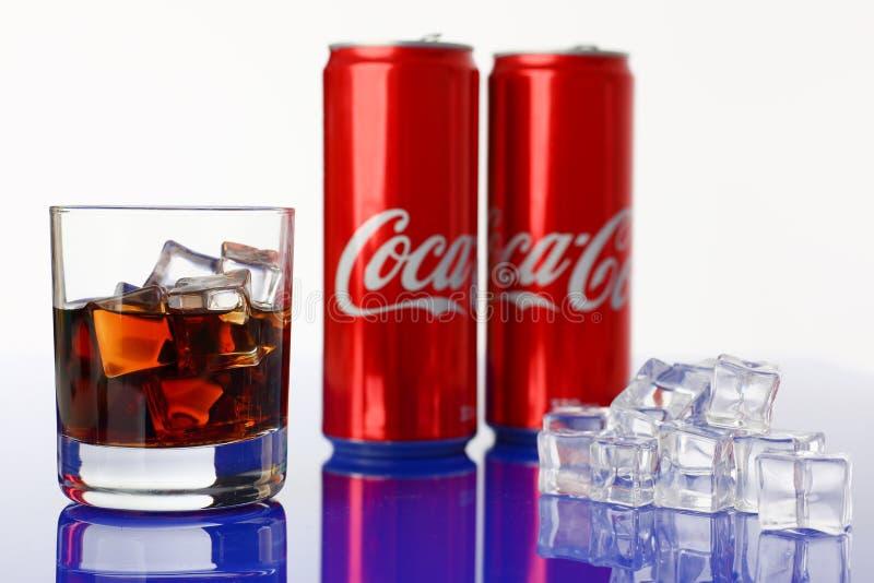 Minsk, Wit-Rusland - 27 04 2018 Coca-coladrank royalty-vrije stock afbeeldingen