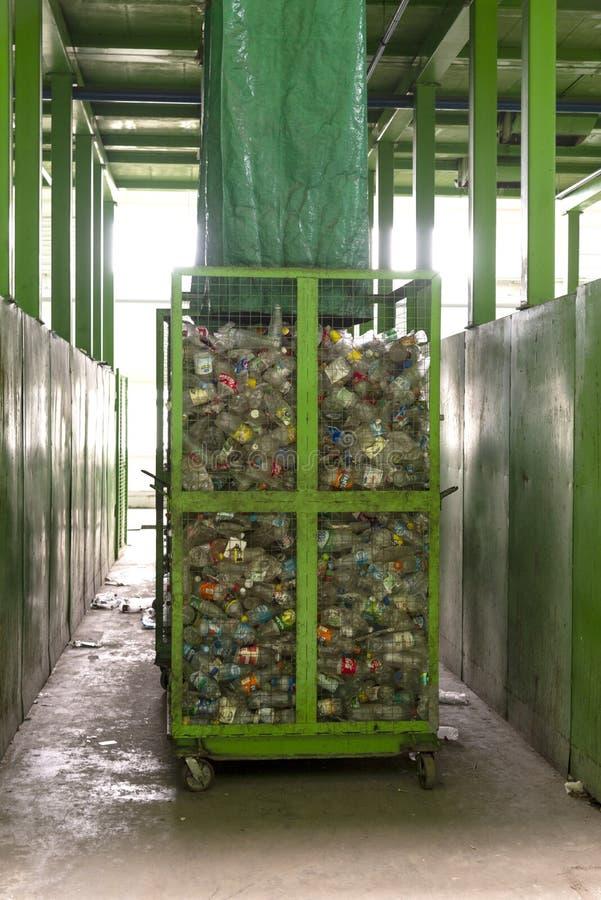 Minsk, Wit-Rusland - Juni 6, de installatie van de het Afvalverwerking van 2019 Technologisch proces voor goedkeuring, opslag, he stock afbeeldingen
