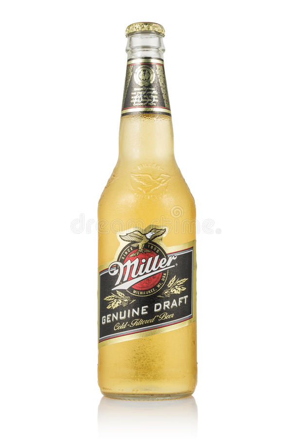 MINSK, WIT-RUSLAND - JUNI 29, 2017: Redactiediefoto van Miller Genuine Draft Beer op wit wordt geïsoleerd De molenaar is originee stock afbeelding