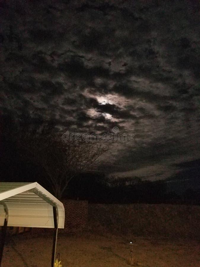 Minuit nuageux images stock