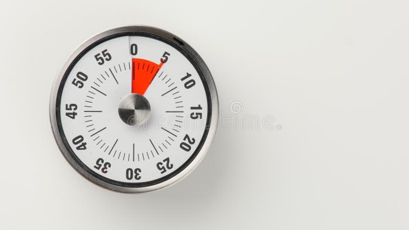 Minuterie analogue de compte à rebours de cuisine de vintage, rester de 5 minutes image libre de droits