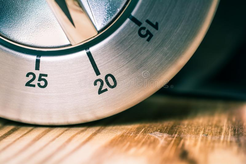 20 Minutes - Macro Of An Analog Chrome Kitchen Timer On Wooden Table royalty free stock photos