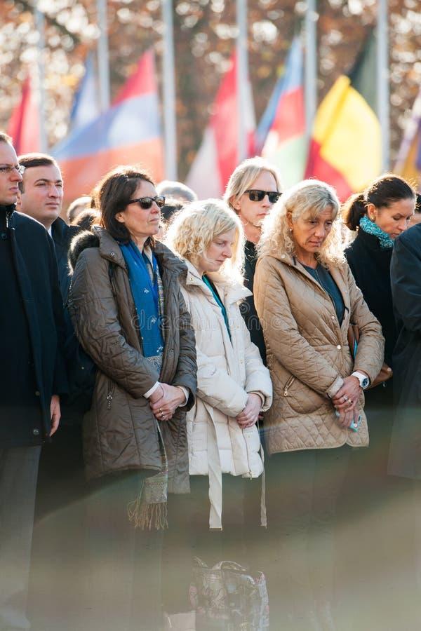 Minuto de silencio en tributo a las víctimas de París en el Coun imagen de archivo libre de regalías
