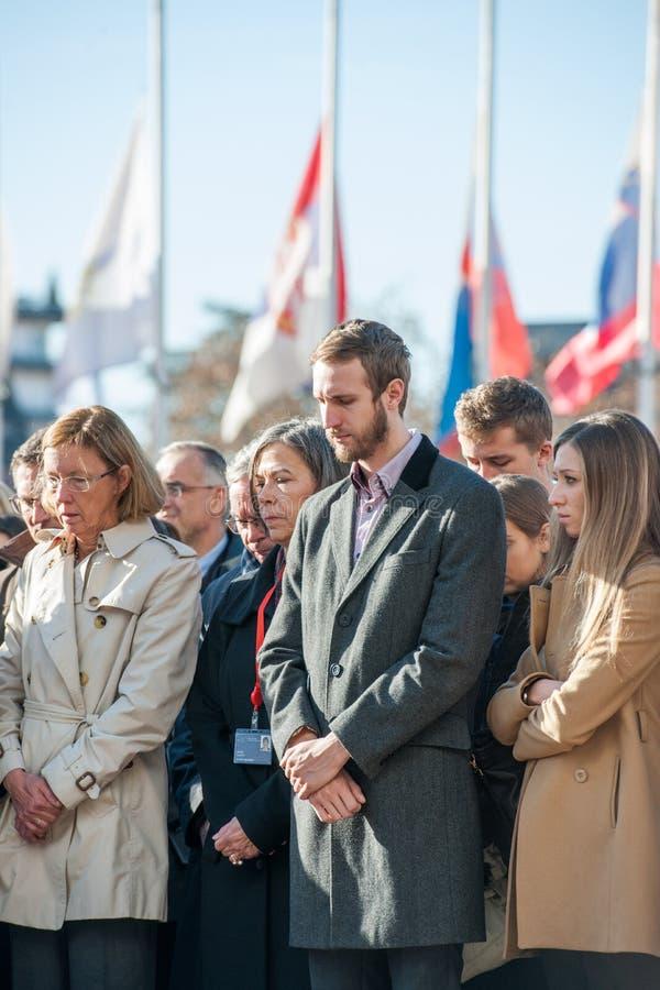 Minuto de silencio en tributo a las víctimas de París en el Coun fotografía de archivo libre de regalías