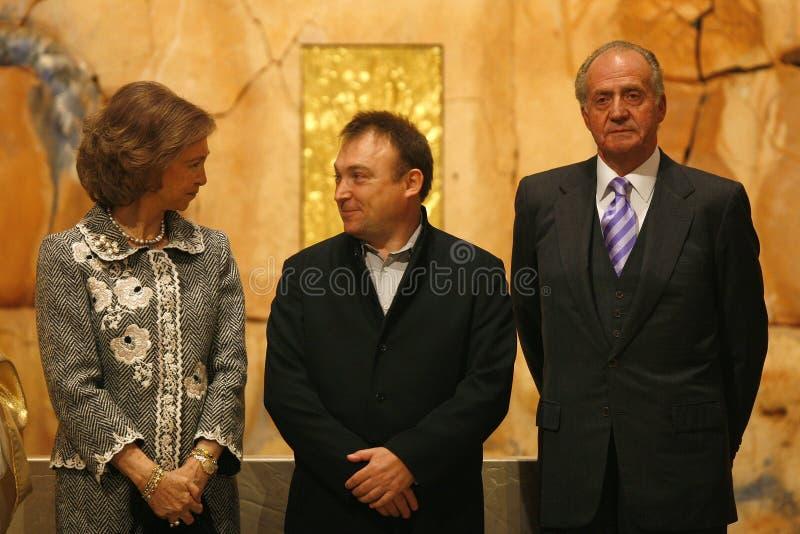 Miquel Barcelo et rois de l'Espagne dans l'ouverture de chapelle de cathédrale de Majorque image stock