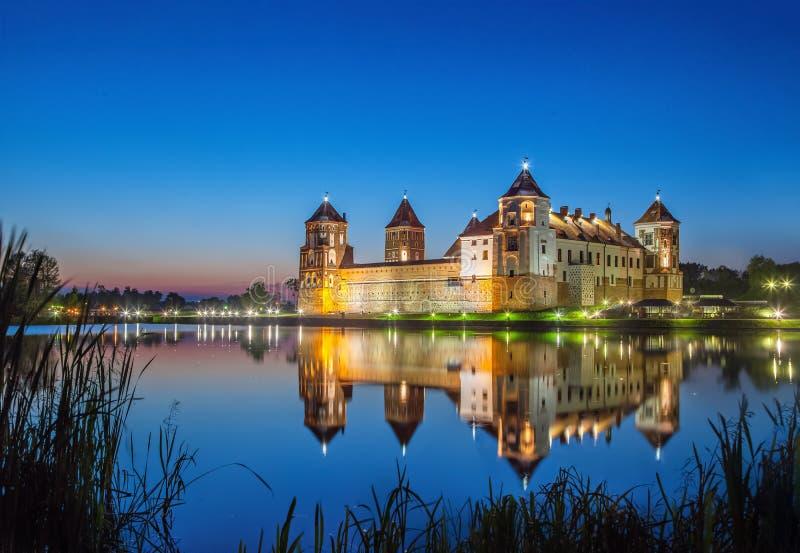 Mir城堡在晚上,白俄罗斯 免版税图库摄影