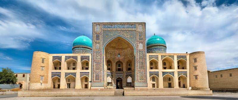 Mir我阿拉伯人Poi Kalyan复合体的马德拉斯在布哈拉,乌兹别克斯坦 库存照片