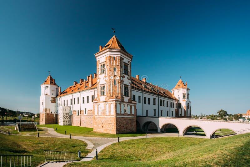 Mir, Białoruś Góruje Mir kasztelu kompleks Na Błękitnym Pogodnym nieba tle Architektoniczny zespół feodalizm zdjęcia royalty free