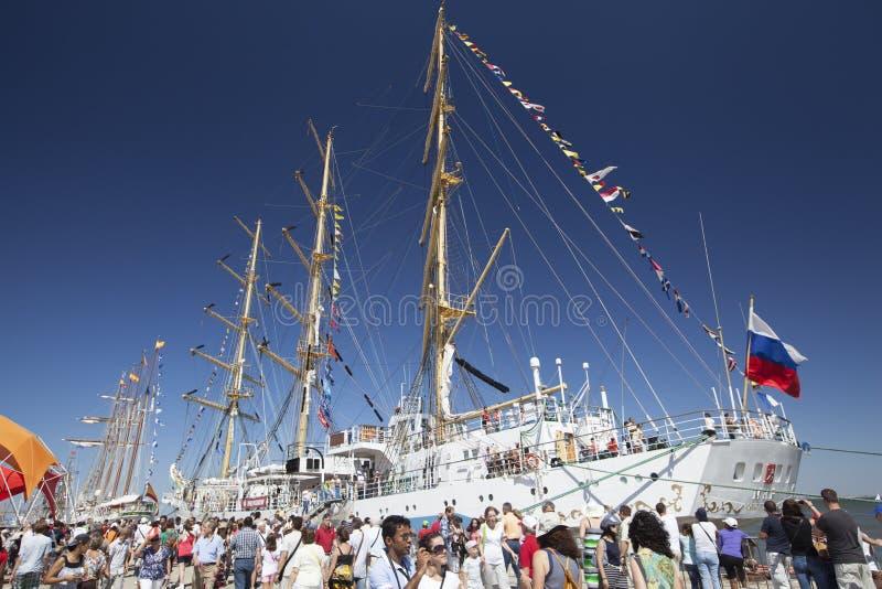 Mir bij Lang Schipfestival Lissabon, Portugal, 2012 royalty-vrije stock fotografie