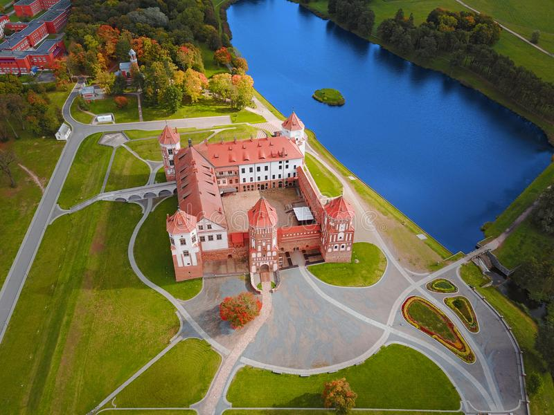Mir Castle Complex Vitryssland, Europa flyg- sikt arkivfoton