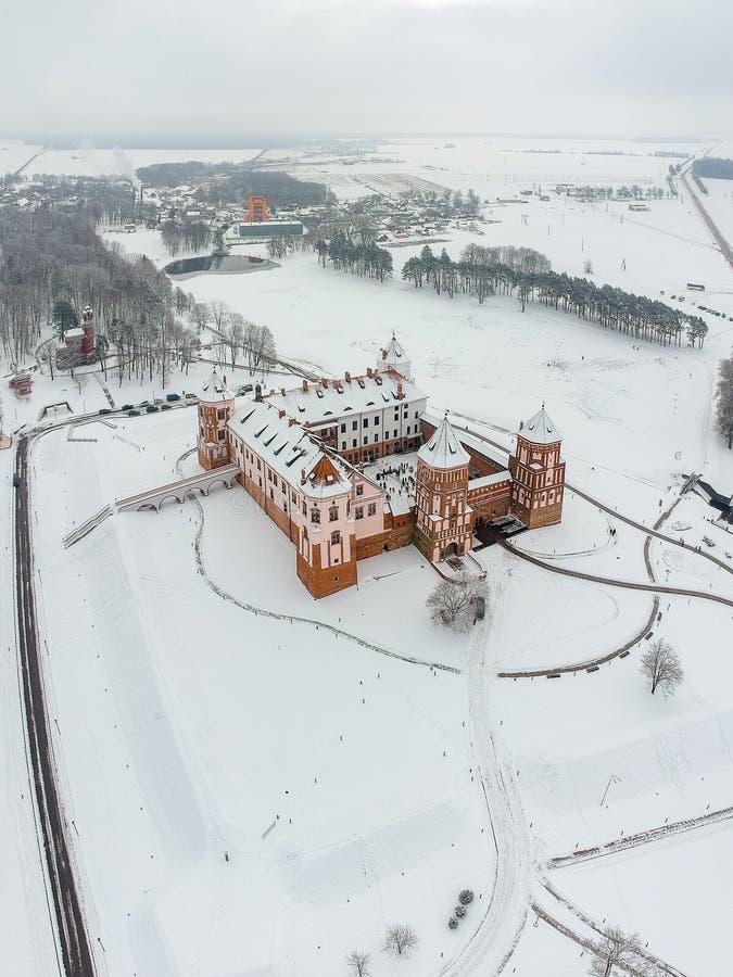 Mir Castle i Vitryssland Vinter Surrfoto royaltyfri bild