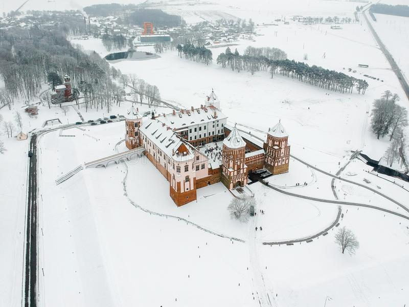 Mir Castle i Vitryssland Vinter Surrfoto royaltyfria bilder