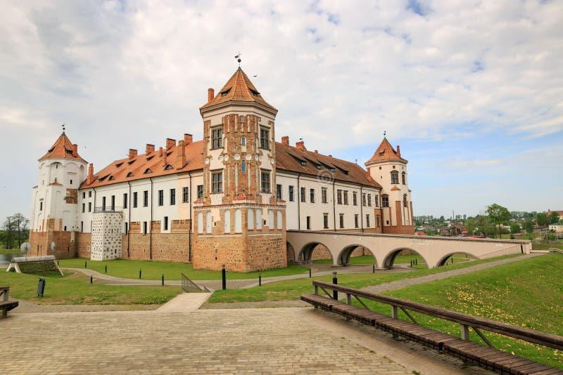 Mir VITRYSSLAND - Maj 20, 2017: Mir Castle i den Minsk regionen - historiskt arv av Vitryssland Unesco-världsarv Resa på Bela royaltyfri bild