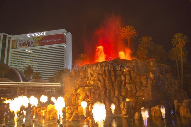 Mirażowy Hotelowy sztuczny wulkan erupci przedstawienie w Las Vegas fotografia royalty free