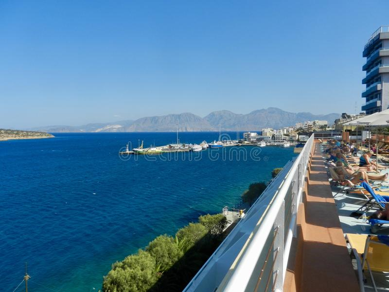 Mirabello Bay i Agios Nikolaos Kreta royaltyfria bilder