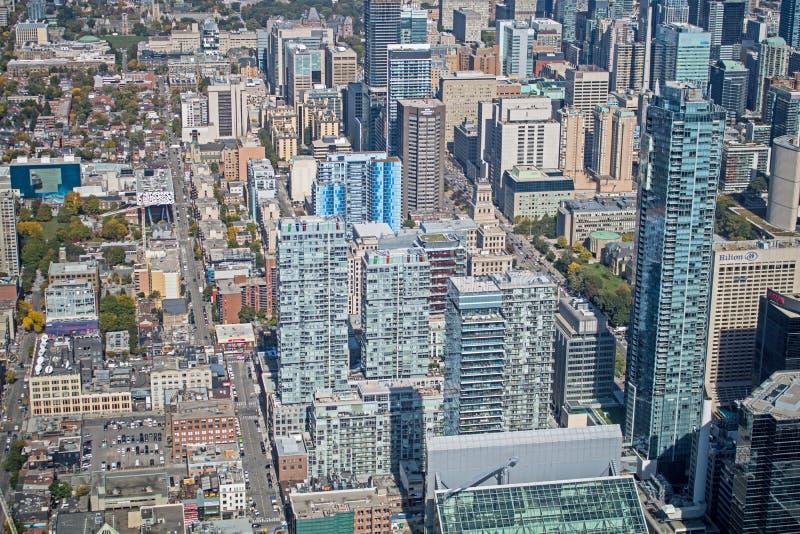 Mirada abajo en horizonte céntrico del ` s de Toronto imagen de archivo