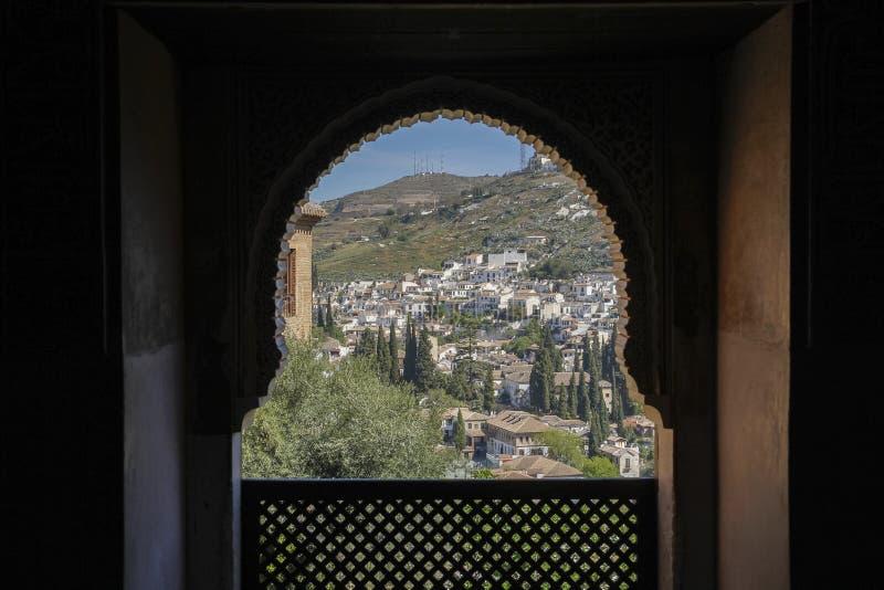 Mirada abajo en un pueblo en España fotografía de archivo