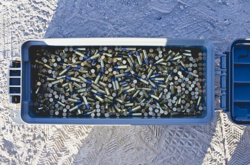 Mirada abajo en una caja de munición por completo de balas foto de archivo libre de regalías