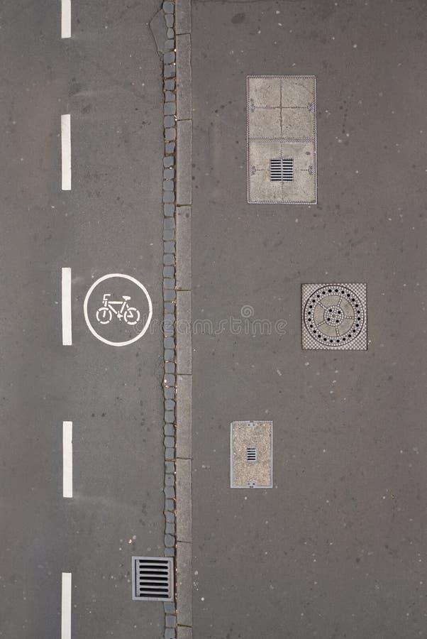 Mirada abajo en una calle imágenes de archivo libres de regalías