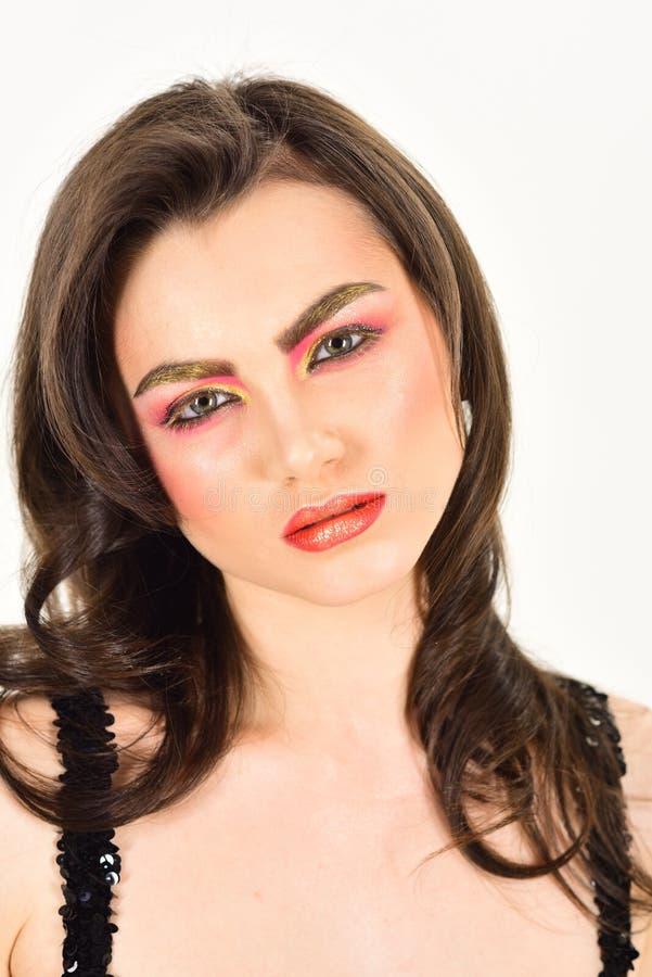 Mirada atractiva del maquillaje Mujer atractiva con los cosméticos del color Modelo de la belleza con mirada del encanto Una bell imagen de archivo libre de regalías