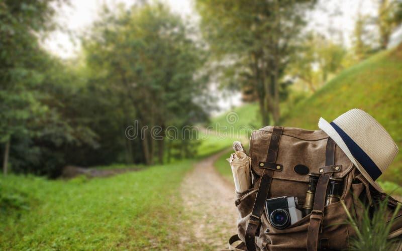 Mirada de imagen del concepto que viaja, artículos esenciales de las vacaciones imagen de archivo