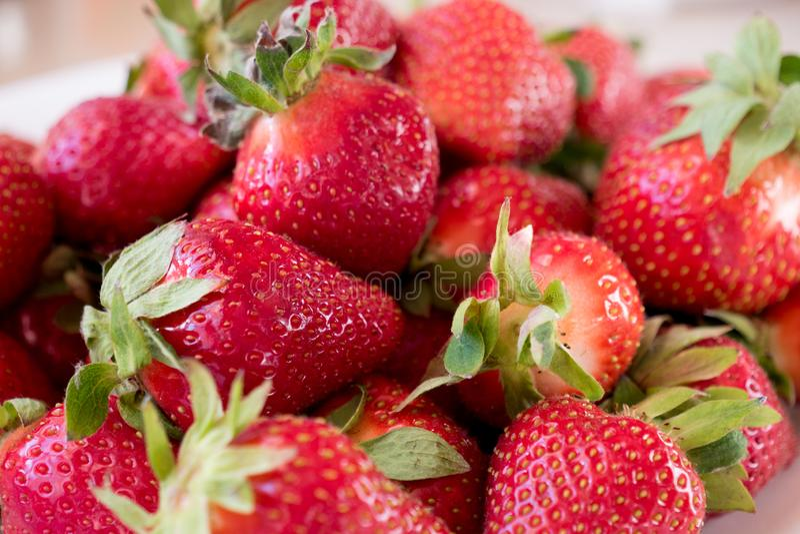 Mirada de la fresa fresca grande sabrosa fotos de archivo libres de regalías