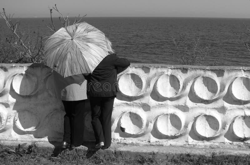 Mirada de la mujer en el Mar Negro en la costa de Odessa - ODESSA foto de archivo libre de regalías